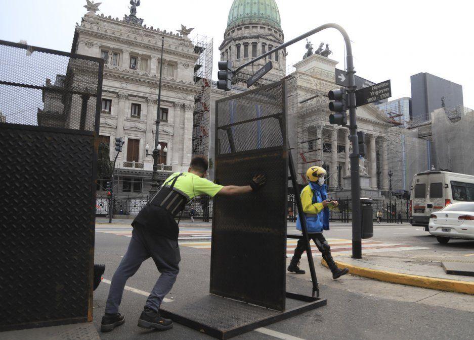 Protesta del #27 A: Sacaron las vallas del Congreso tras un pedido de Cristinai