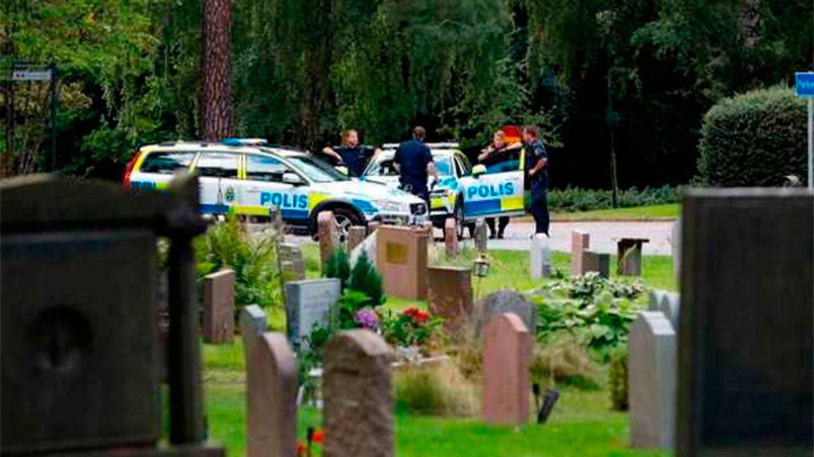 Suecia: torturan, violan y entierran vivos a dos menores en un cementerio