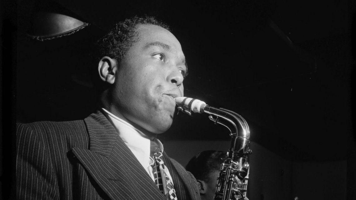 A 100 años del nacimiento de Charlie Parker, saxofonista de jazz y protagonista de un famoso cuento de Cortázar