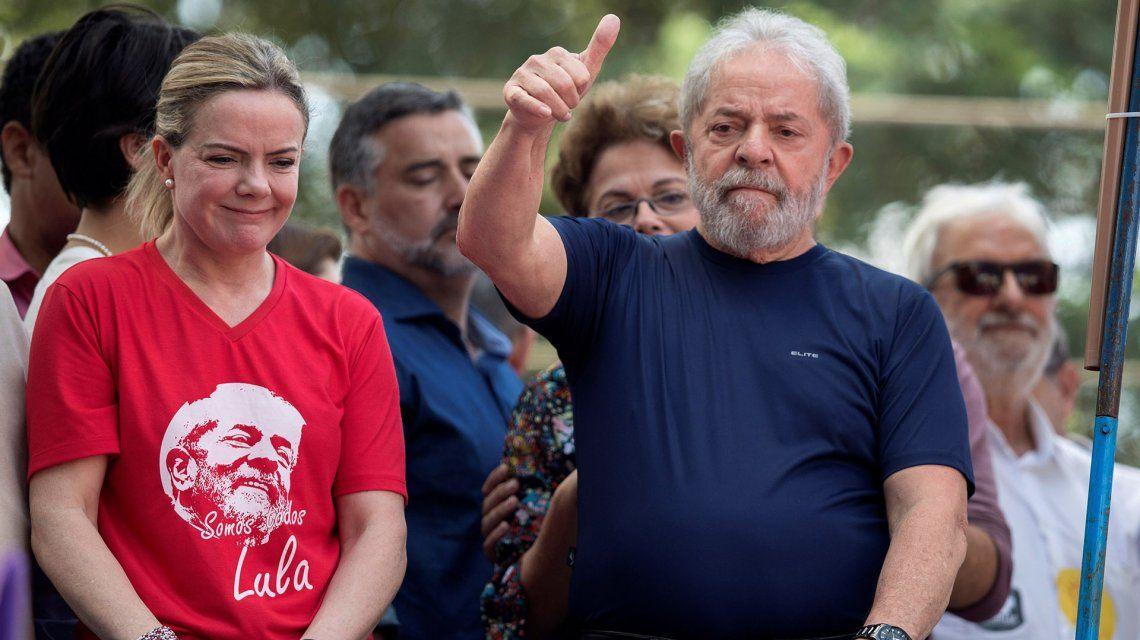 Lula da Silva aparece como favorito para derrotar a Bolsonar.