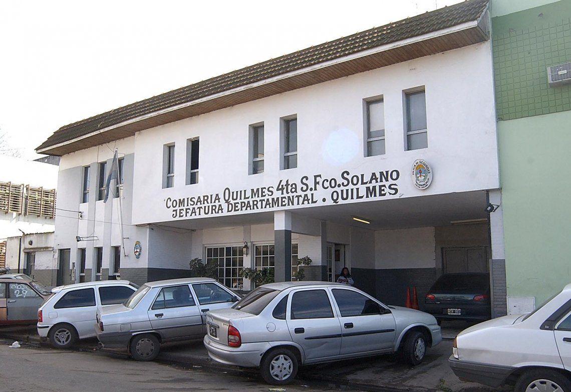 La Justicia encontró el dinero en uno de los patrulleros estacionados en la puerta de la Comisaría 4ta. de Solano.
