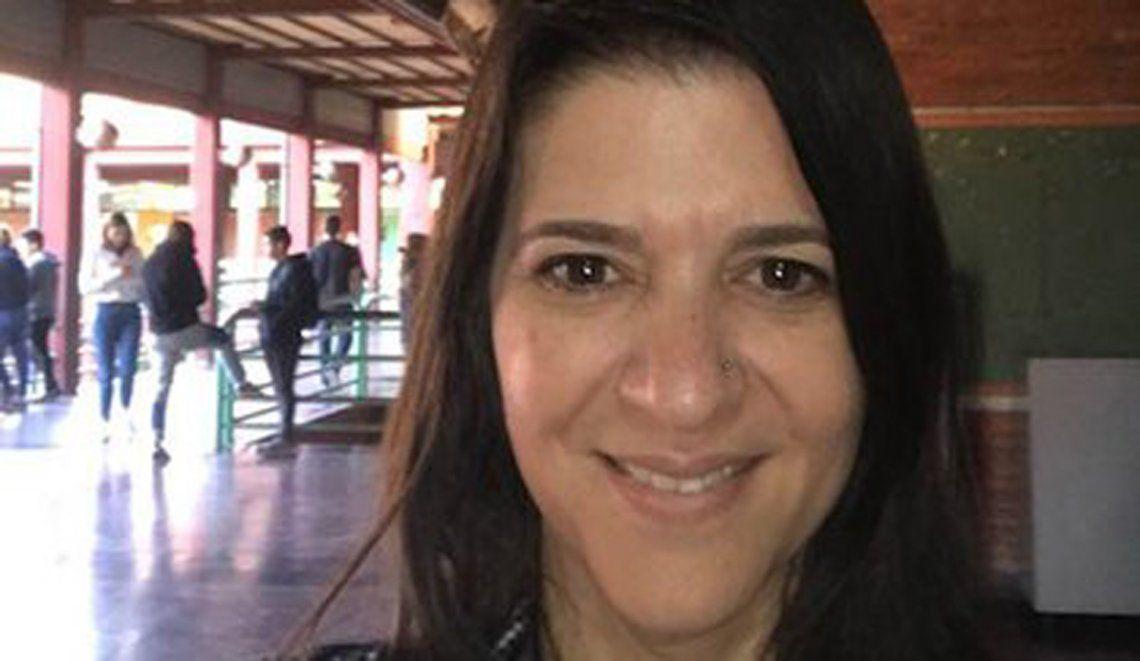 Paola de Simone tuvo síntomas por un mes y siguió dando clases virtuales.