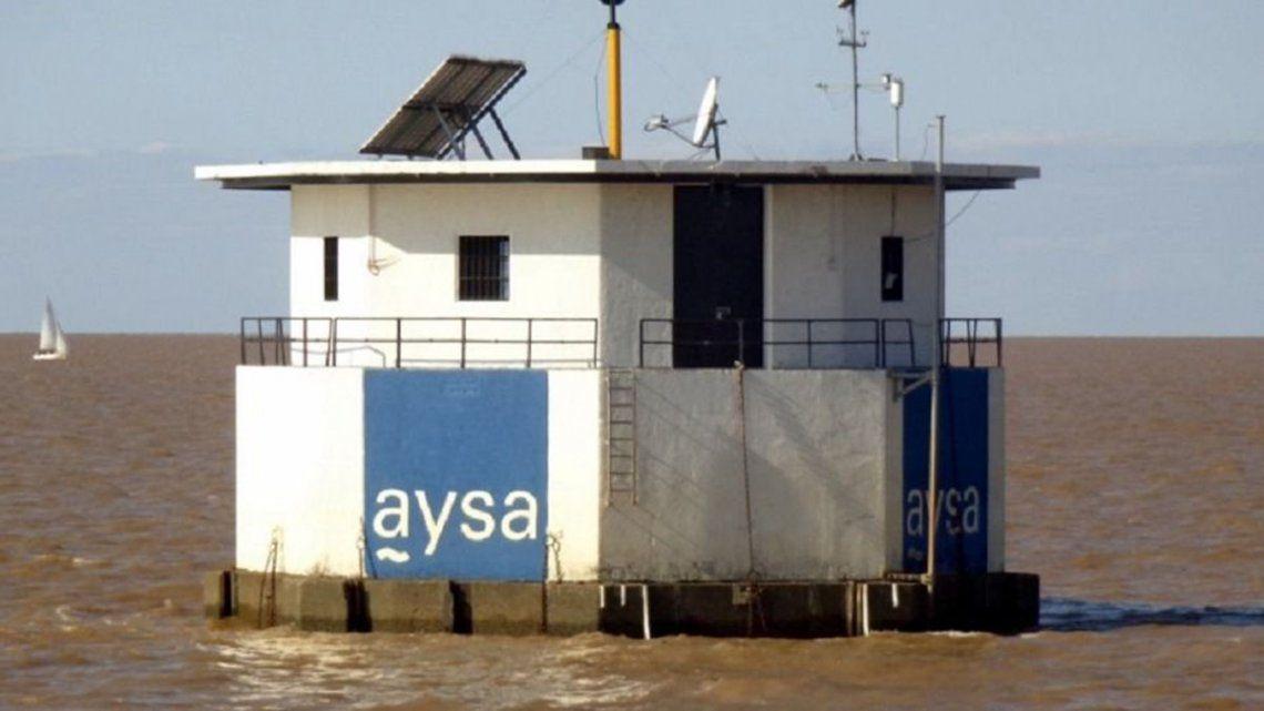 Tras las quejas, AYSA explicó el motivo del sabor y olor extraños en el agua