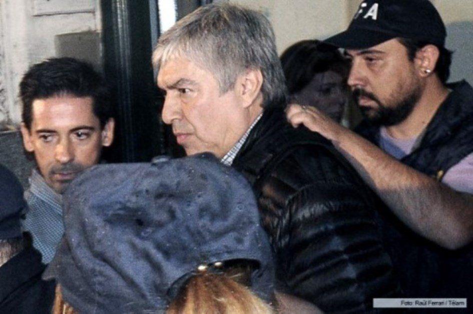 El empresario Lázaro Báez fue traslado esta tarde en secreto a una vivienda para que cumpla el arresto domiciliario