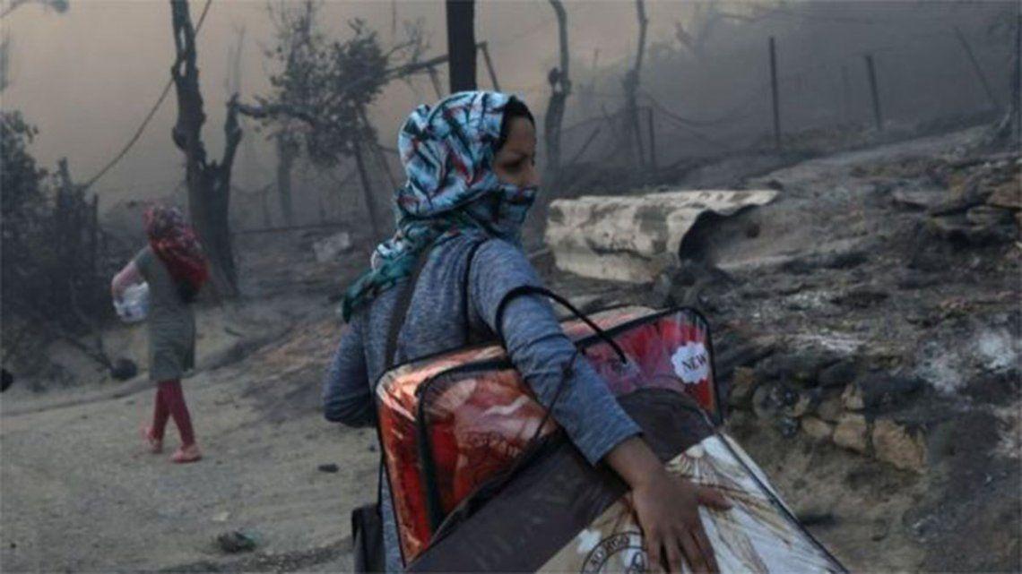 Tras el incendio en el campo de refugiados griego, Merkel y Macron proponen que UE reciba migrantes