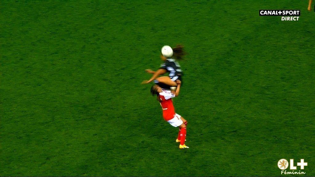 Video | Tremenda patada en la cara en el fútbol femenino de Francia