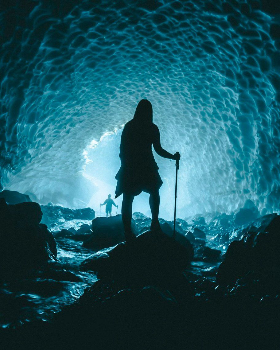 Exploring the ice cave por @danrose (Reino Unido)