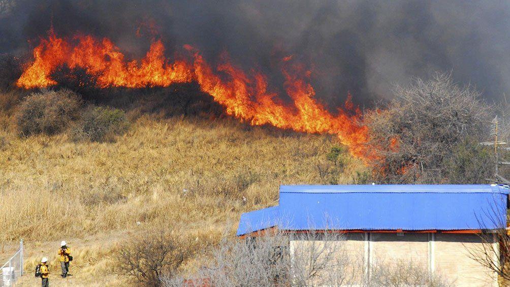 Incendios forestales: las llamas avanzan en Santa Fe, Entre Ríos, San Luis y Tucumán.