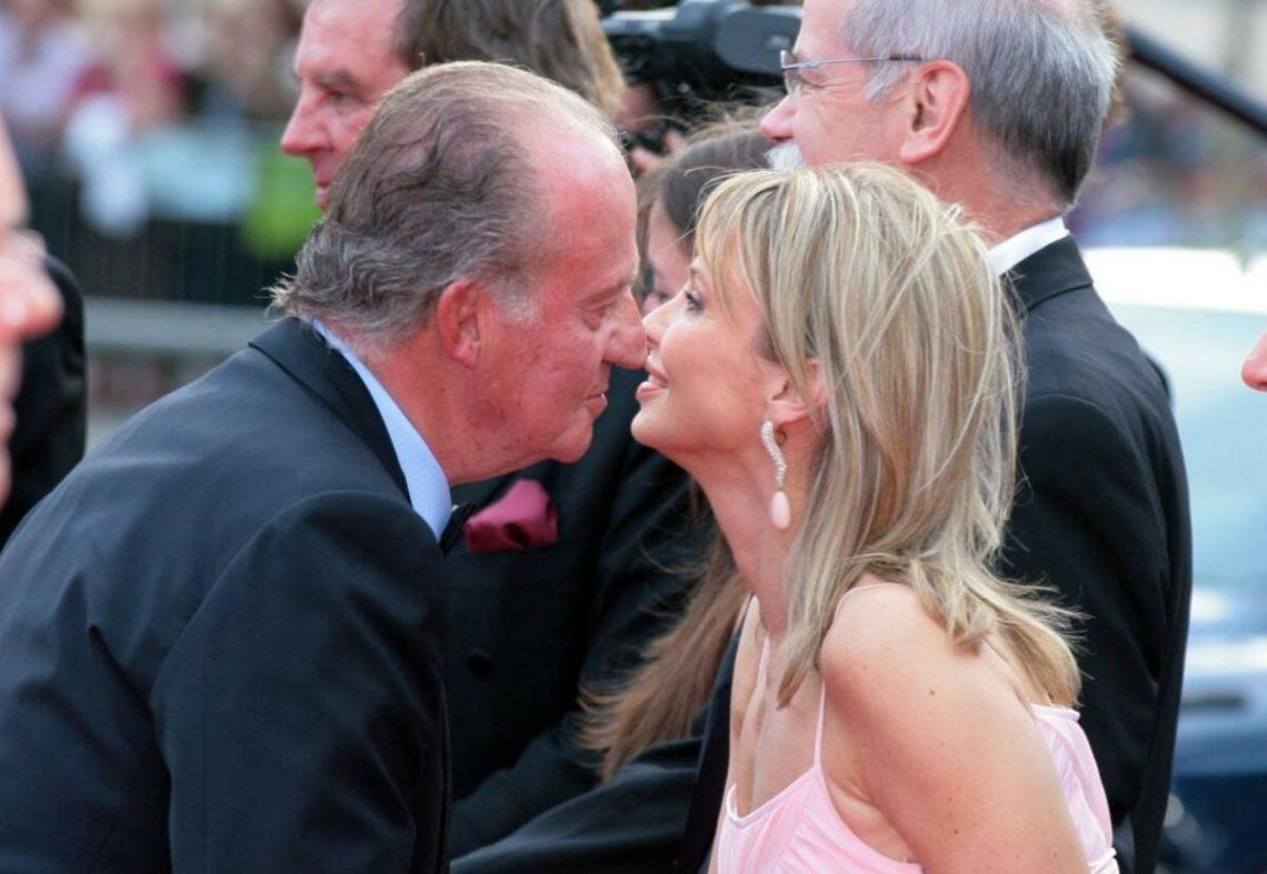 Escándalo real: Ex amante de Juan Carlos afirmó que el rey fue víctima de un golpe de su familia y Rajoy