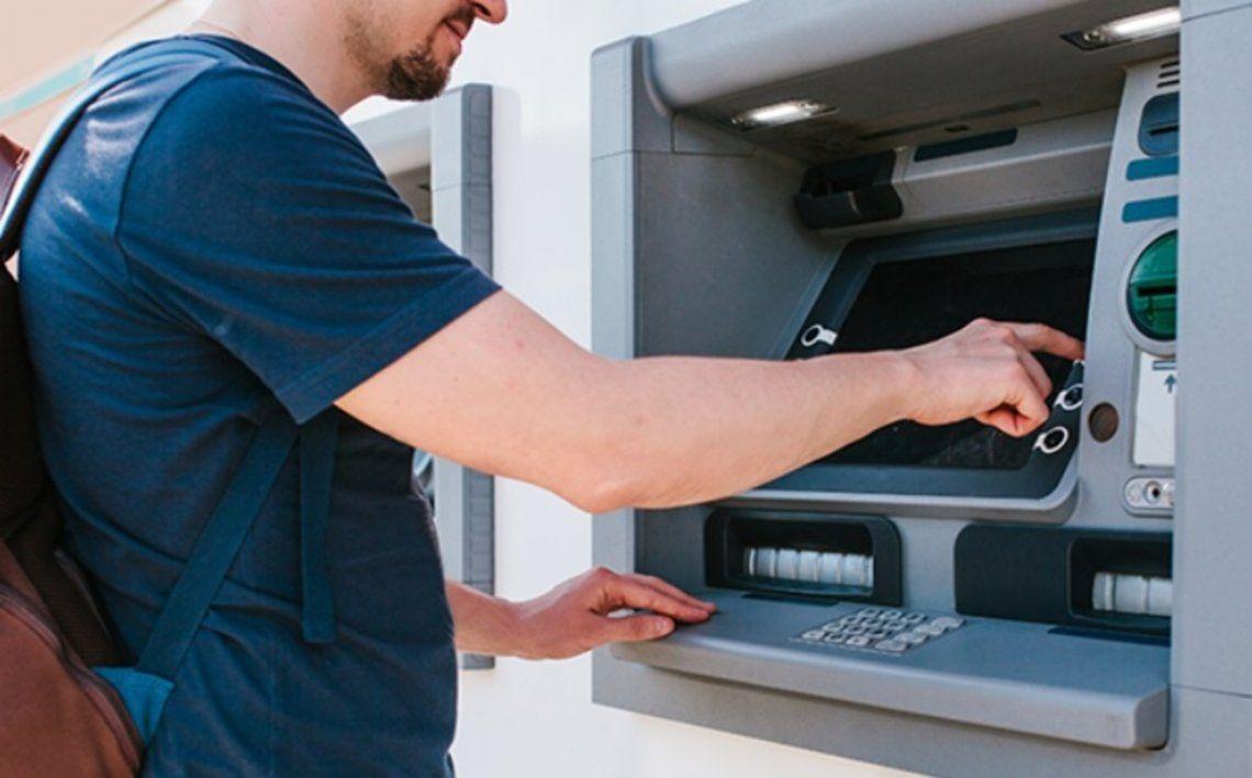 Hasta fin de año no habrá que pagar comisiones en cajeros automáticos
