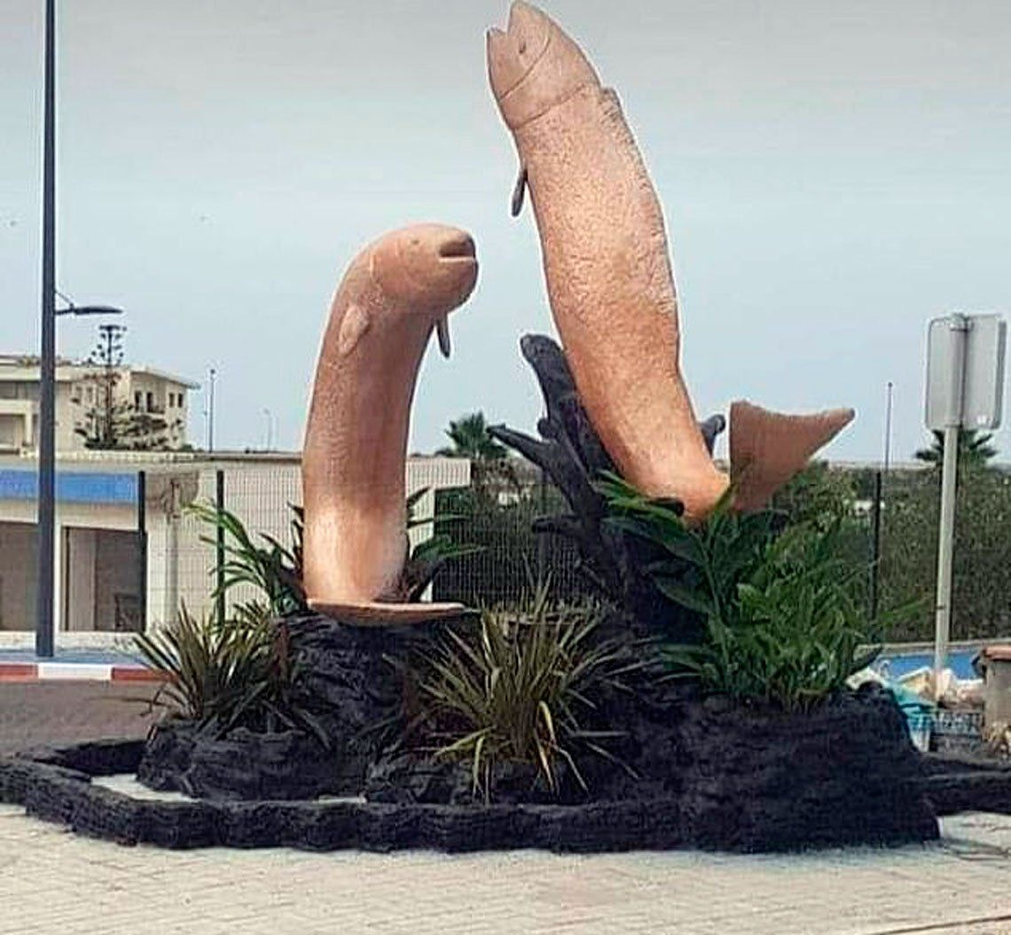 En Marruecos, destruyen estatuas de peces por tener formas provocativas