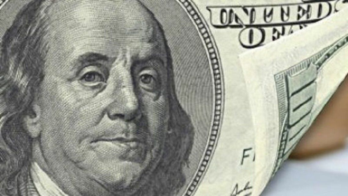 El dólar blue cerró a $141 con un mercado formal virtualmente paralizado