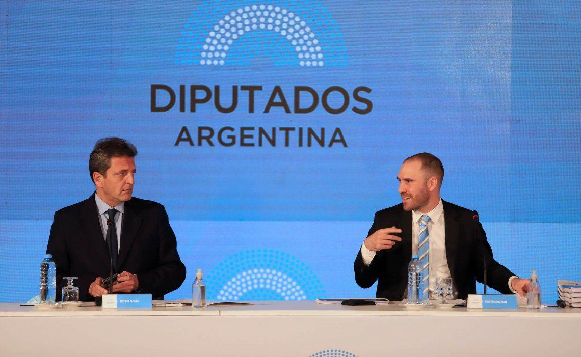 Guzmán estuvo acompañado por Massa al presentar el proyecto de Presupuesto en la Cámara de Diputados.