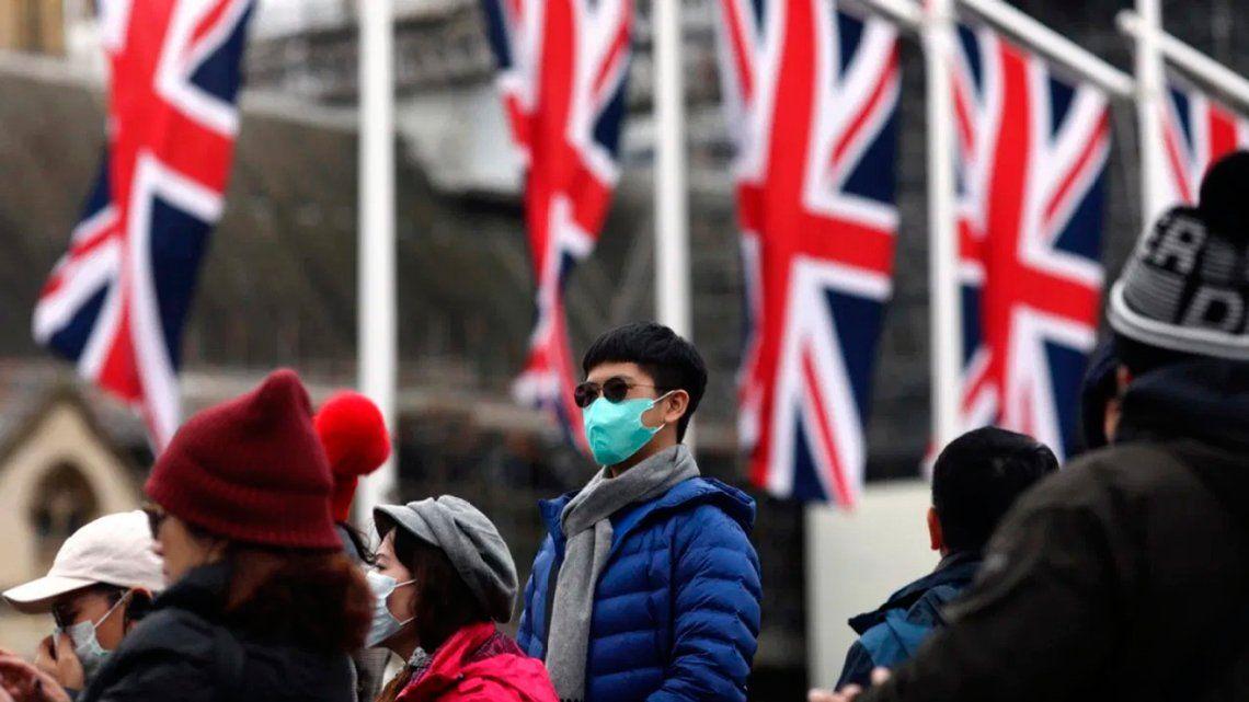 Coronavirus: Reino Unido infectará a voluntarios sanos con el virus para probar vacunas