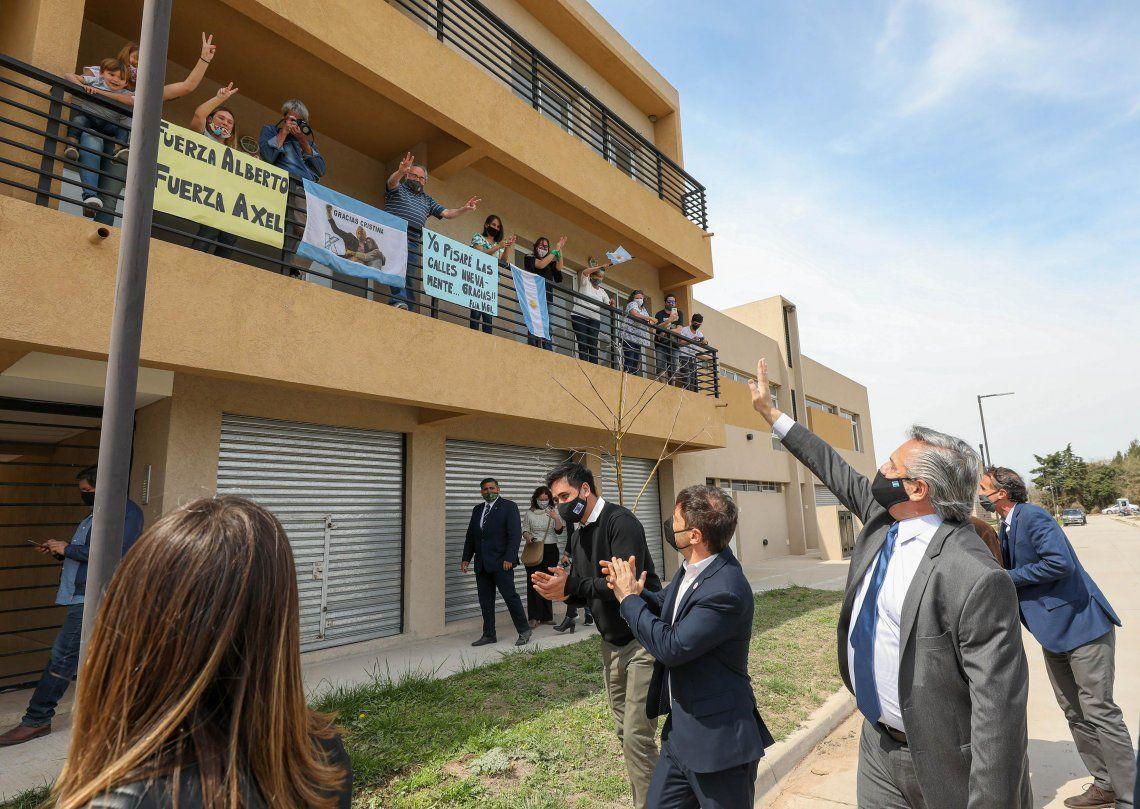 Fernández recibió el apoyo de la gente durante el acto en San Antonio de Areco