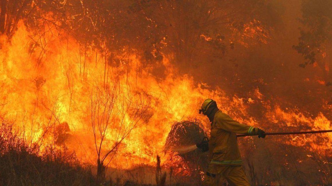 Córdoba: dos hombres muertos por combatir incendios mientras persiste un foco activo