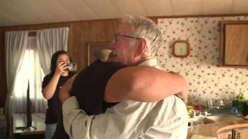 Repartidor de pizza de 89 años recibe propina de 12.000 dólares de su Familia TikTok