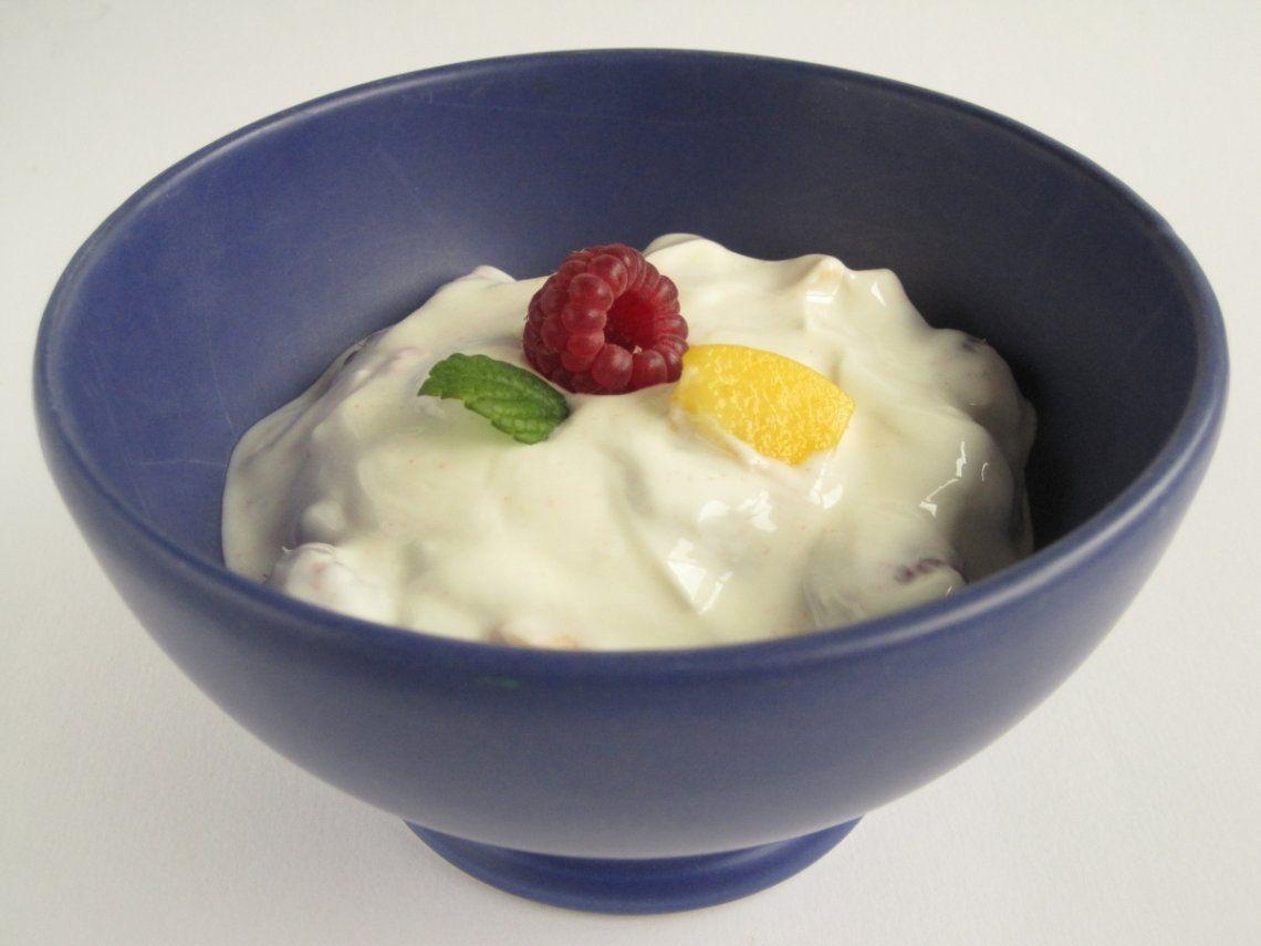 El yogurt tiene un alto contenido de vitamina D que sirve para prevenir el coronavirus