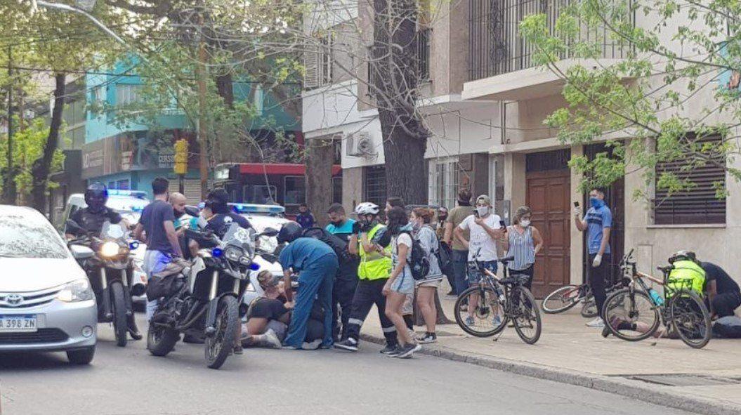 Mendoza   Violenta batalla campal entre skaters y preventores en el Parque OHiggins