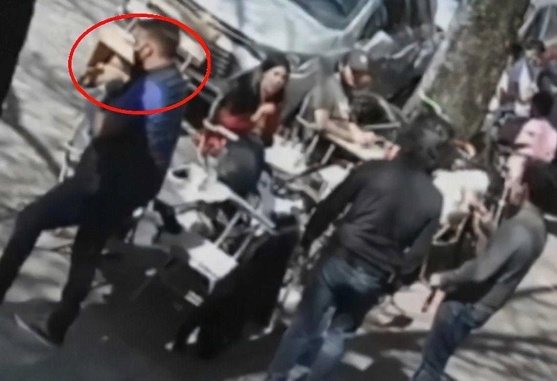 Un ladrón resultó captado por una cámara de seguridad tras robar elementos en un bar de Palermo.
