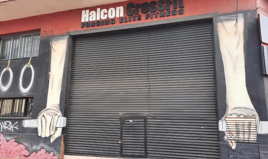 Uno de los gimnasios que permanece cerrado por la cuarentena
