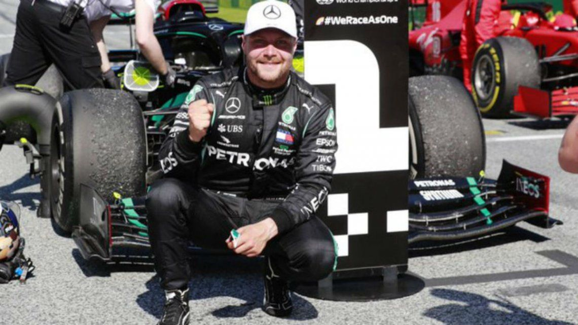 Bottas aprovechó la sanción a Hamilton y ganó el GP de Rusia