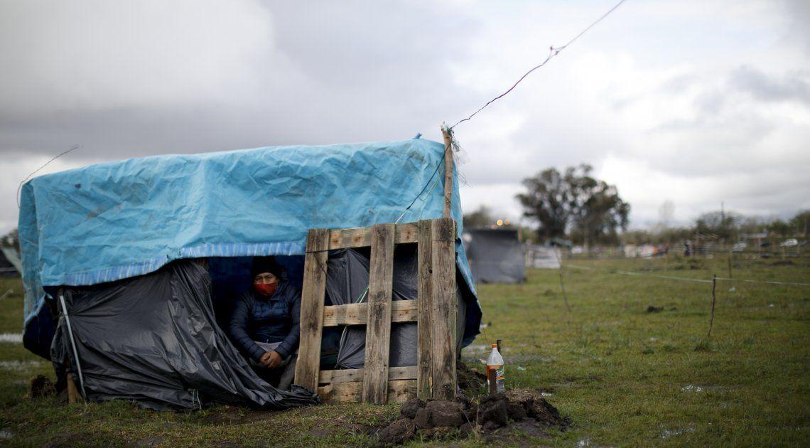 Toma de Guernica: Larroque aseguró que 175 familias ya abandonaron el predio