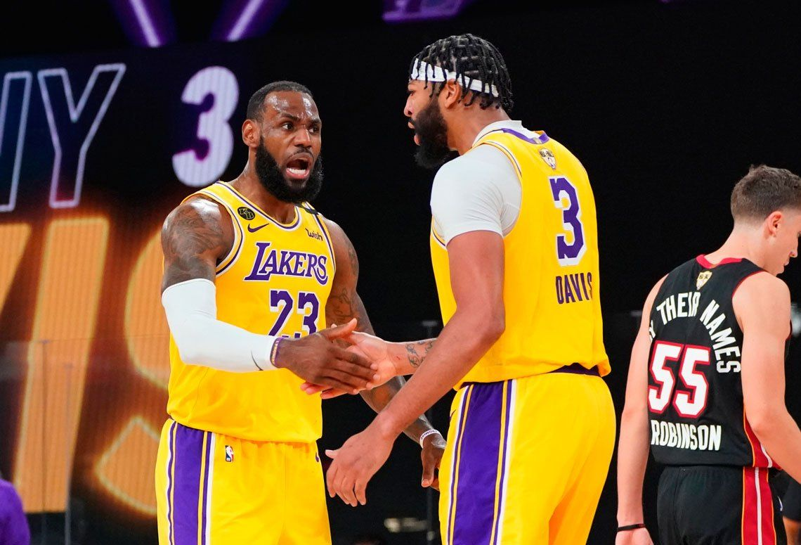 Los Angeles Lakers aplastaron a Miami Heat en la primera final de la NBA