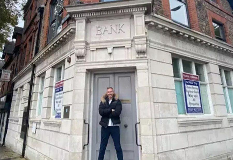 Inglaterra: un banco no le dio un préstamo y 20 años después le compró el edificio