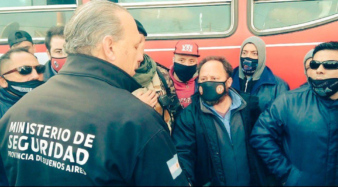Berni habló con los colectiveros en la General Paz tras el asesinato del chofer y les pidió que levanten el piquete