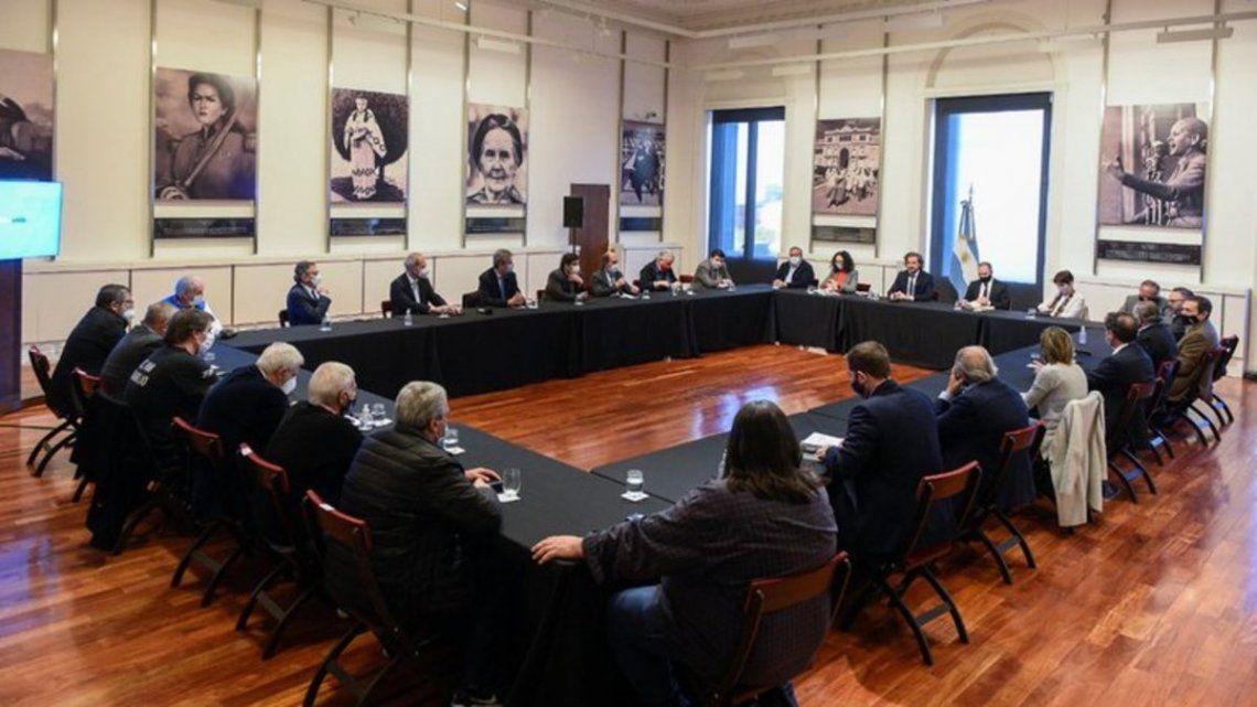 El Gobierno se reunió empresarios y gremialistas en busca de un pacto social