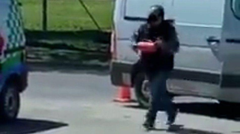 José C. Paz: Lo multaron y atacó con un matafuegos a los agentes de tránsito