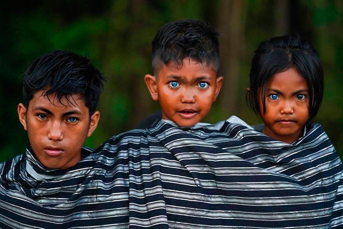 En fotos: la asombrosa tribu de ojos azules en Indonesia