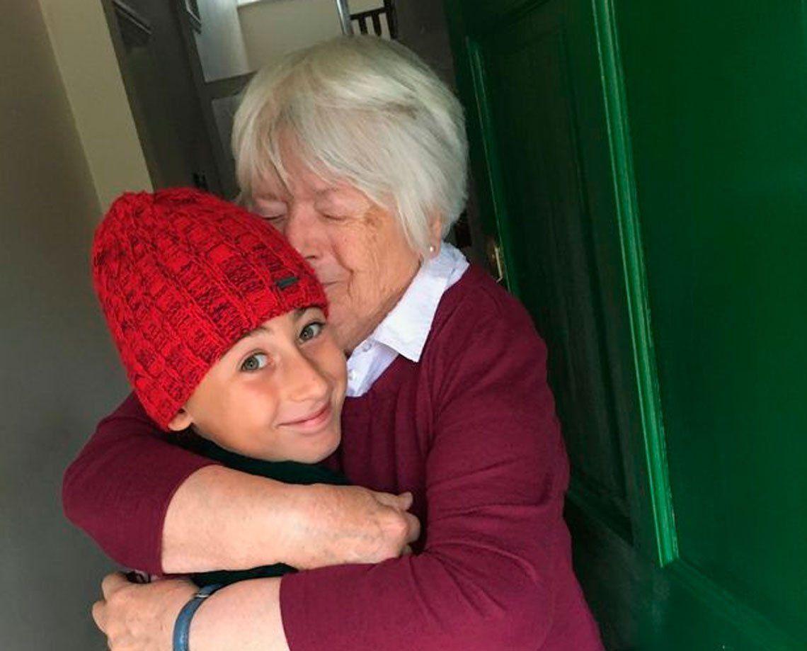 Conmovedor: un niño caminó 2.800 km para darle un abrazo a su abuela