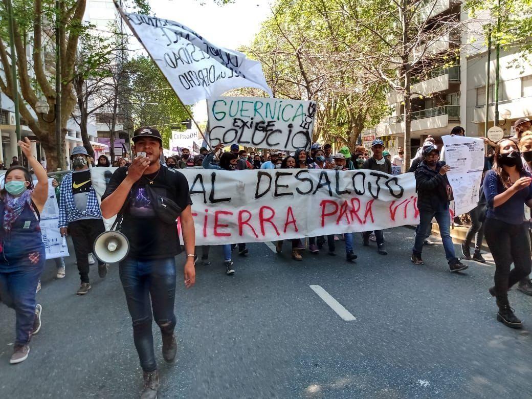 Guernica: marcharon en La Plata en defensa de los ocupantes del predio