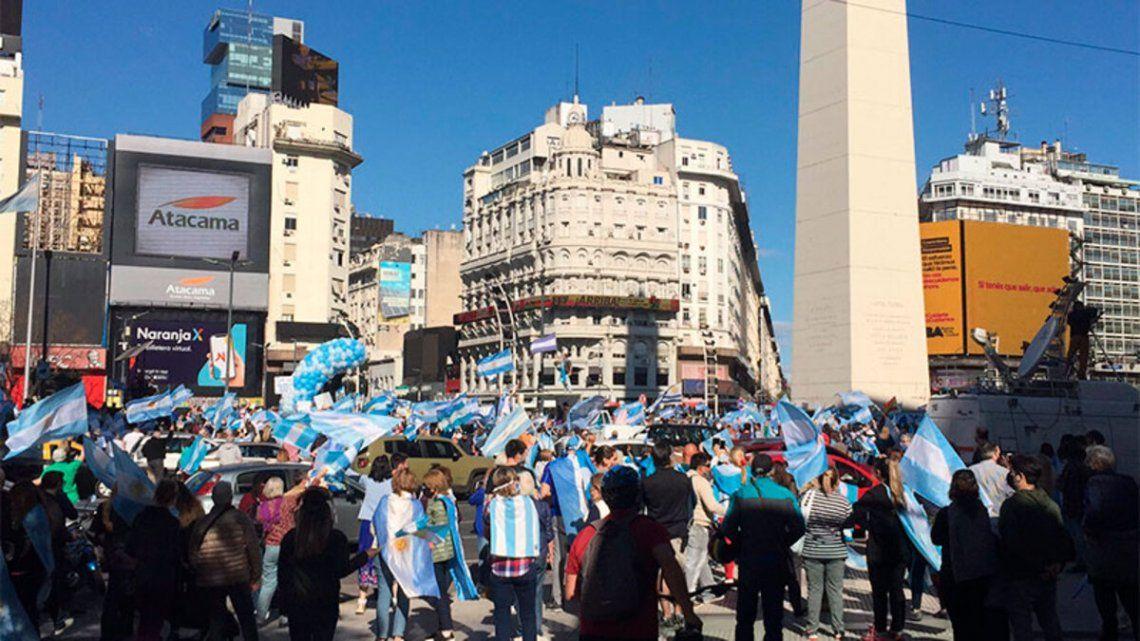 Banderazo opositor con movilizaciones en distintos puntos del país