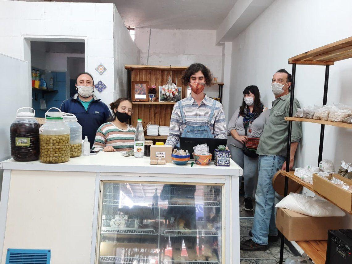 Abrió el primer mercado cooperativo de Ituzaingó