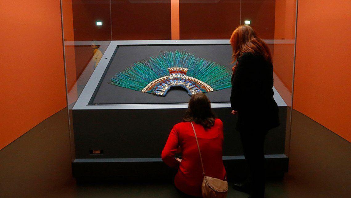 Austria le niega el préstamo del penacho de Moctezuma II a México