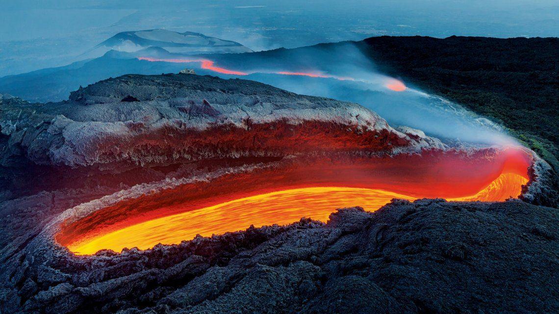 Ganador - Earths Environments: Etnas river of fire por Luciano Gaudenzio