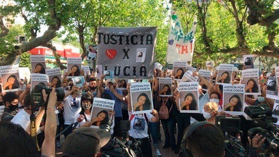 Marcha y pedido de justicia por Lucia Costa