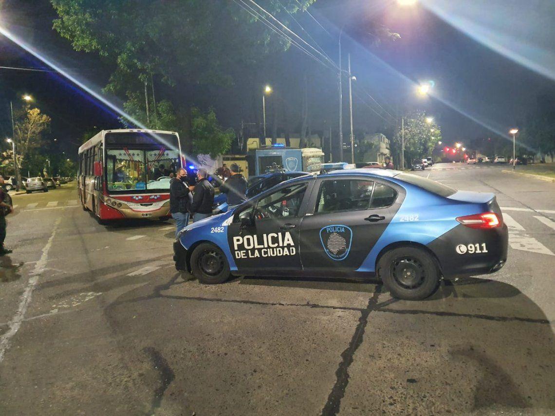 La Policía de la Ciudad detuvo a uno de los delincuentes que asaltaron a un colectivo de la línea 47 en Villa Lugano. El otro