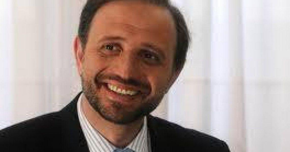 Gustavo Marangoni/ Politólogo