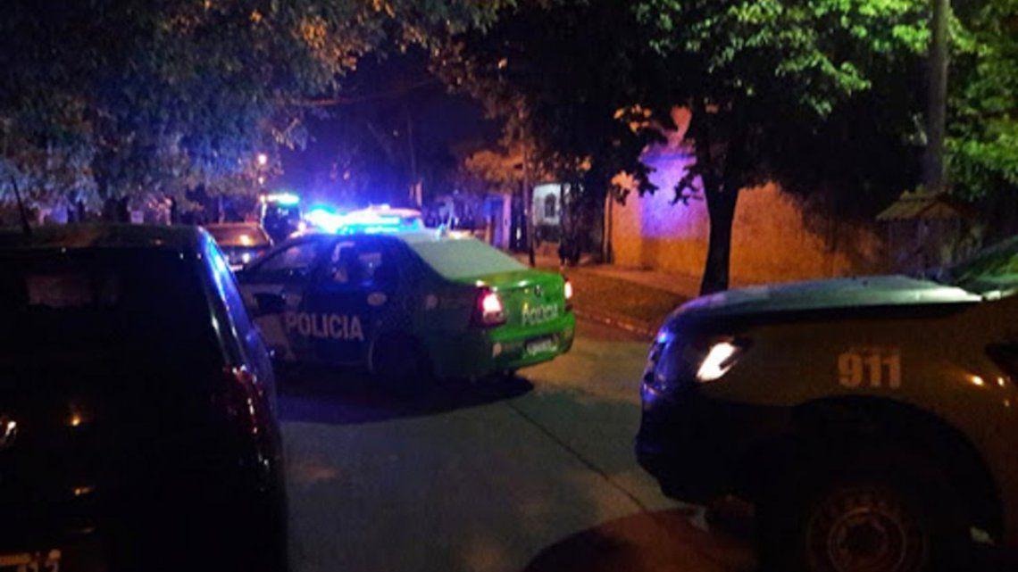 Un policía de la Ciudad de Buenos Aires que estaba de franco fue baleado en Isidro Casanova por dos ladrones que le robaron su auto