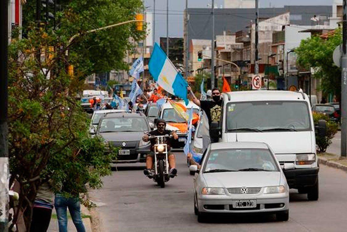 Multitudinaria caravana en Berazategui por el Día de la Lealtad