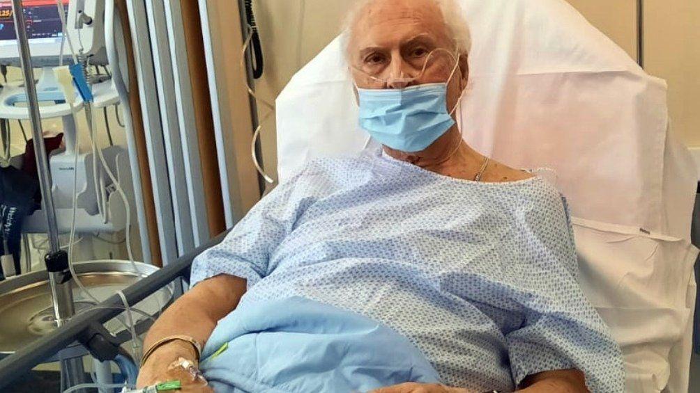 Coronavirus: Pino Solanas aseguró que su estado es delicado y resiste