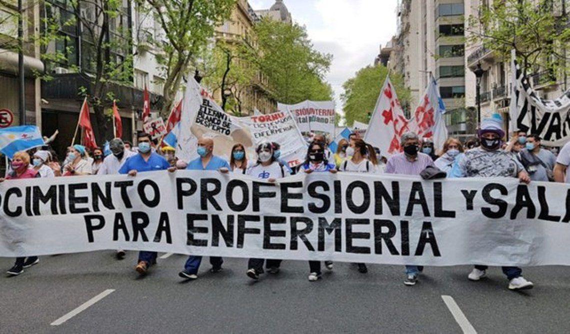 Enfermeros marcharon a la sede del Gobierno porteño