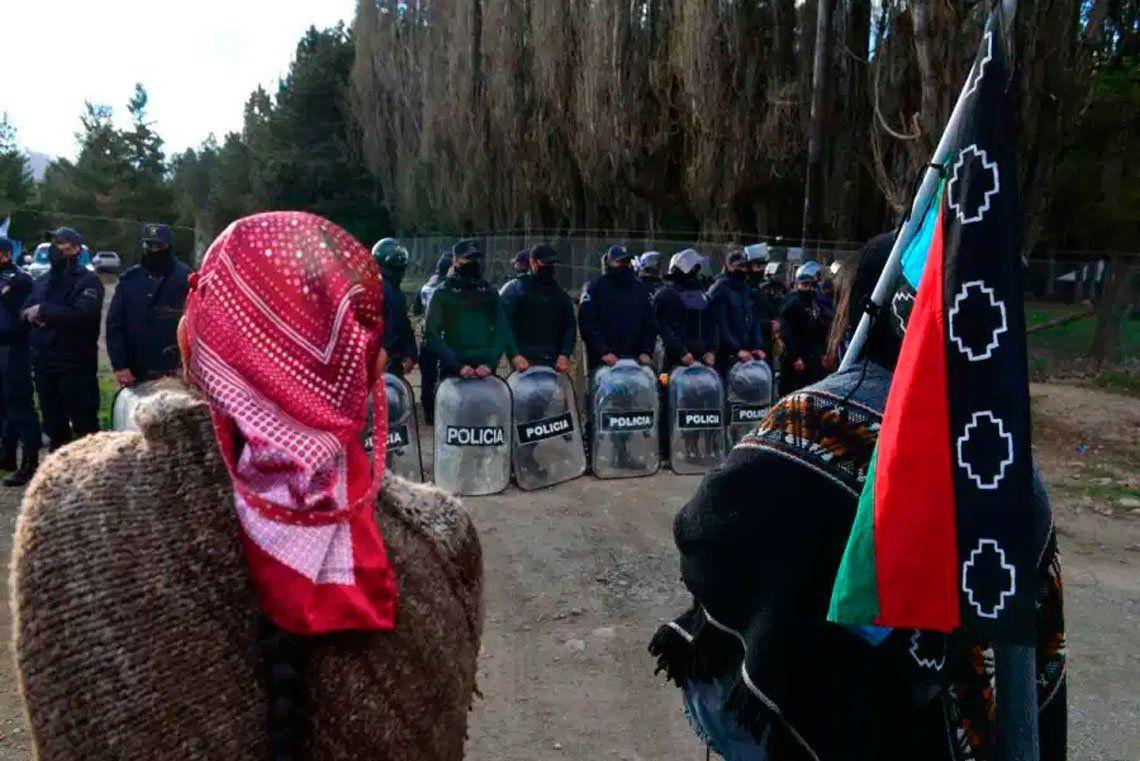 Río Negro: imputaron a dos mapuches luego del desalojo de la toma en El Foyel