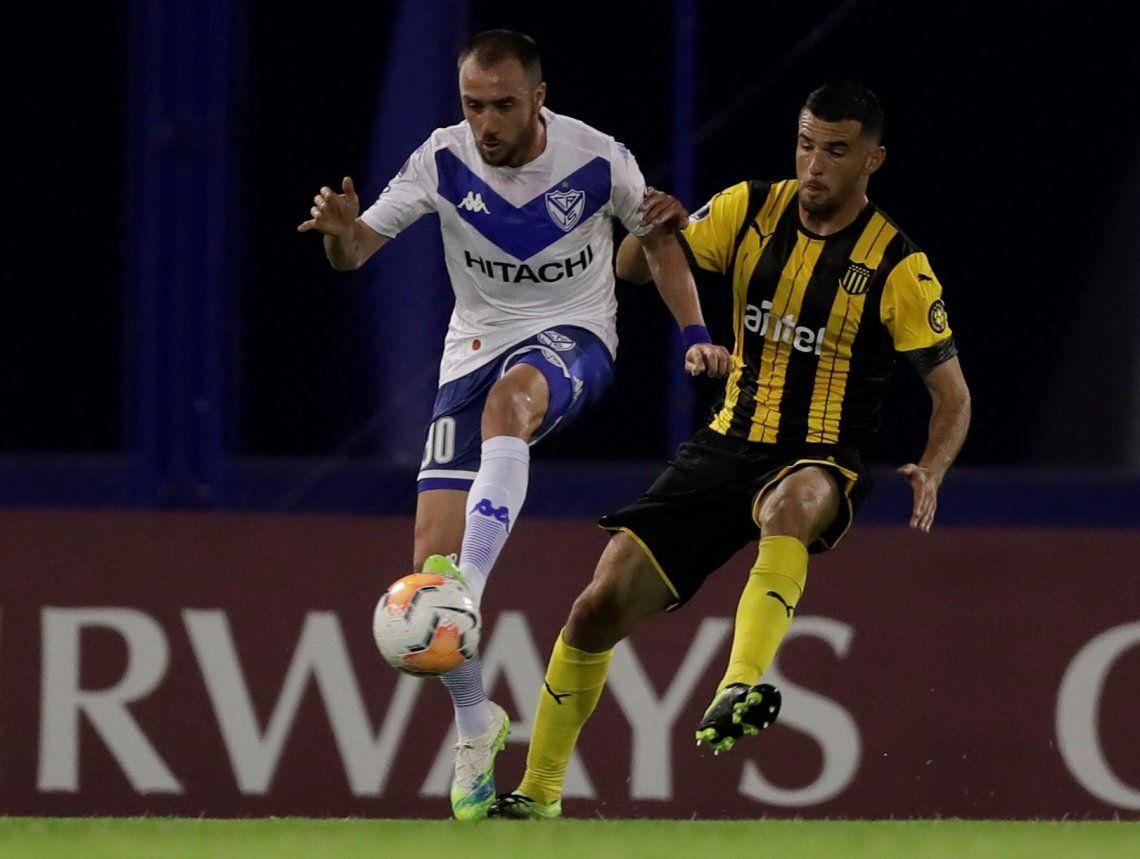 Copa Sudamericana: Vélez, en la vuelta de Fernando Gago, no superó el cero ante Peñarol pese a sus buenas intenciones