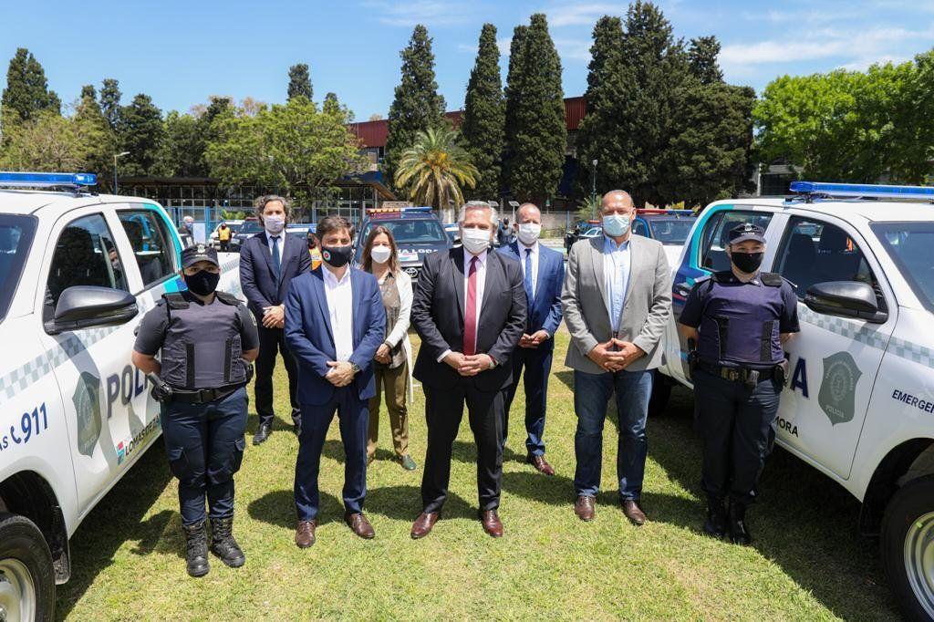 Lomas de Zamora - El presidente Alberto Fernández entregó patrulleros y equipamiento de seguridad a la policía bonaerense junto con el gobernador Kicillof
