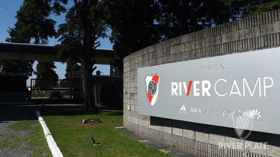 River-Banfield: 22 personajes en busca de una cancha